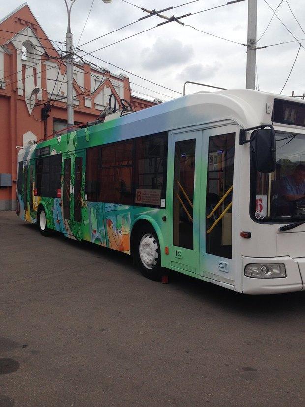 Раскрашенные троллейбусы «Б». Изображение № 3.
