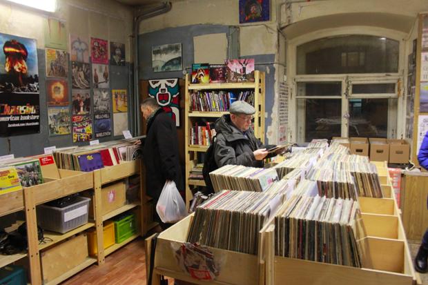 В Политехе открылся обновлённый магазин винила Dig. Изображение № 1.