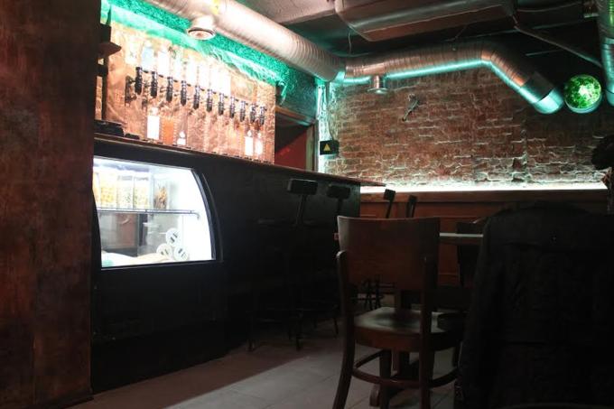На «Электрозаводской» открылся бар крафтового пива Rolling Barrels. Изображение № 1.