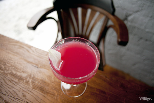 Коктейль Deja Vu (водка, ванильный сироп, лимонник и сок граната) —300 рублей . Изображение № 24.