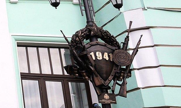 Вместо маузеров на памятник «Прощание славянки» установят советский пулемёт. Изображение № 2.