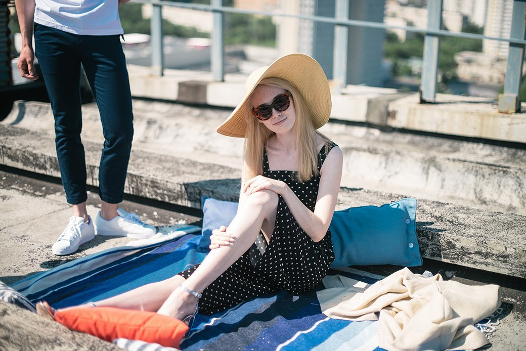 На уровне неба: 5 комплектов одежды для тёплых дней в Москве. Изображение № 15.