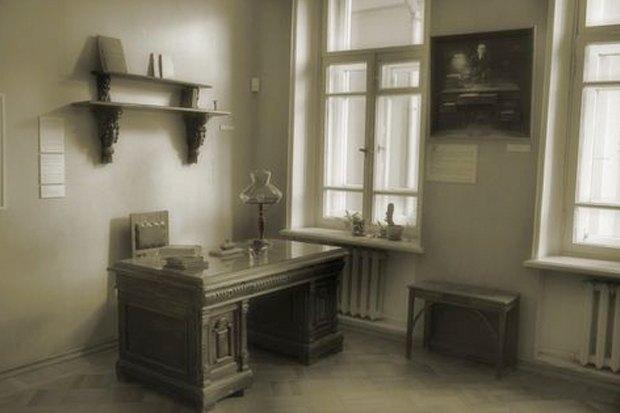Итоги недели: Испорченные колонны «Чистых прудов», «Изя Гриль» и новый директор музея Булгакова. Изображение № 5.