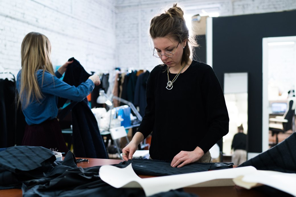 Как помочь горожанам полюбить одежду российских дизайнеров. Изображение № 4.