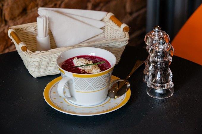 Свекольный крем-суп с творожным сыром и кедровыми орешками — 220 рублей. Изображение № 1.