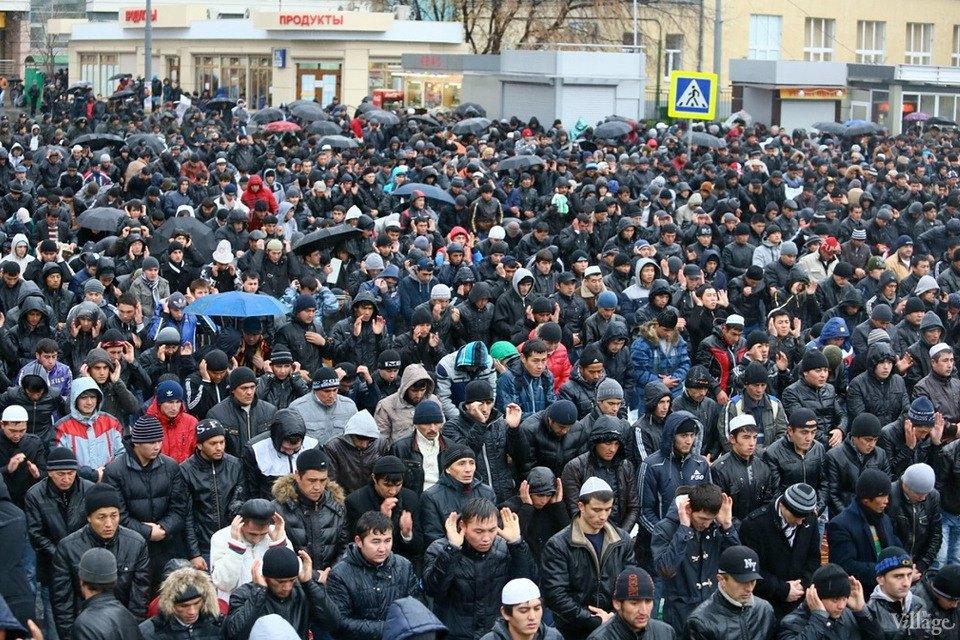 Люди в городе: Как отмечали Курбан-байрам в Москве и Петербурге. Изображение № 23.