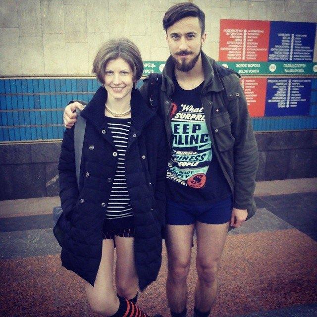 Флешмоб «В метро без штанов» в снимках Instagram. Изображение № 22.
