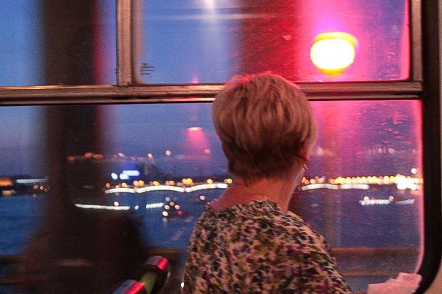 Пассажиры 5М едут посмотреть на мосты. Изображение № 7.