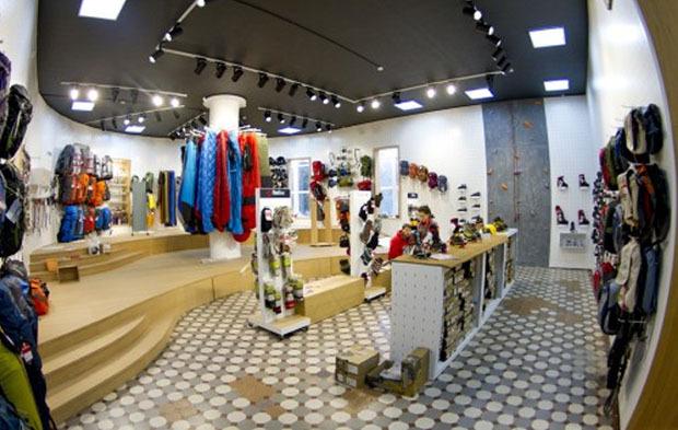На «Выборгской» открылся спортивный магазин со скалодромом. Изображение № 2.