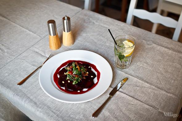 Салат из печеной свеклы с малиновой заправкой — 190 рублей. Изображение № 17.