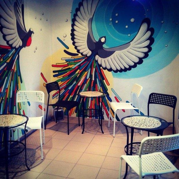 Во дворах наЛиговском открылось кафе вконтейнере «В порядке очереди». Изображение № 2.