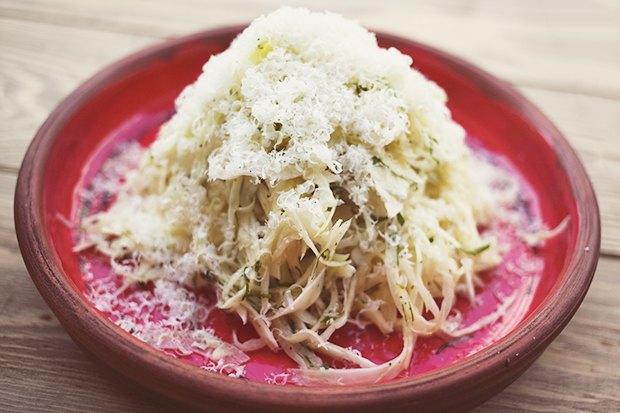 Насколько разные блюда приготовят 10шеф-поваров изодного продукта— капусты. Изображение № 1.