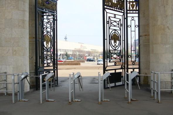Входные турникеты в парке Горького, 28 апреля 2011. Изображение № 1.