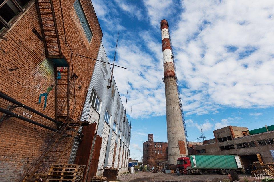 Фоторепортаж: Как действующий завод становится музеем стрит-арта. Изображение № 19.