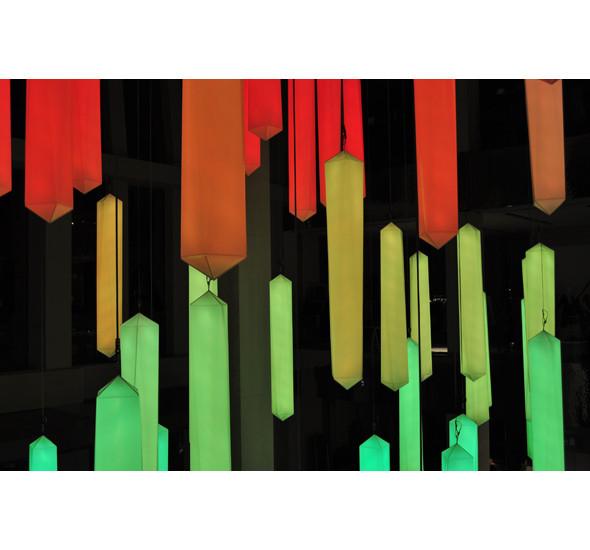Изображение 2. В столичном универмаге появилась световая инсталляция.. Изображение № 4.
