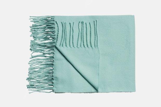Где купить женский шарф: 9вариантов от 1300до 14тысяч рублей. Изображение № 2.