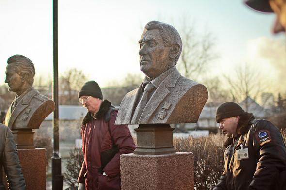 Падение кумиров: В парке «Музеон» демонтировали незаконные памятники. Изображение № 14.