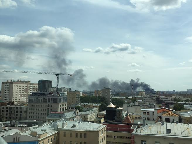 На территории завода ЗИЛ начался пожар (обновлено). Изображение № 1.