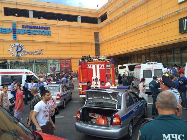 На «Речном вокзале» автобус врезался в торговый центр. Изображение № 1.