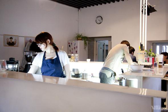 Общая кухня: Кафе-бар Iskra, кафе «Молоко», Genius Bar и Cafe Brocard на «Флаконе». Изображение № 16.