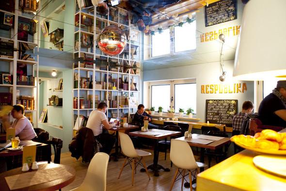 После прочтения съесть: 5 кафе при магазинах. Изображение № 14.
