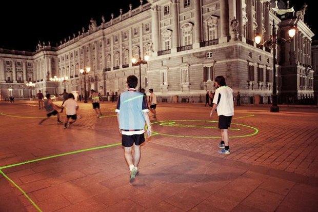 Иностранный опыт: Как световые инсталляции меняют жизнь городов. Изображение № 19.