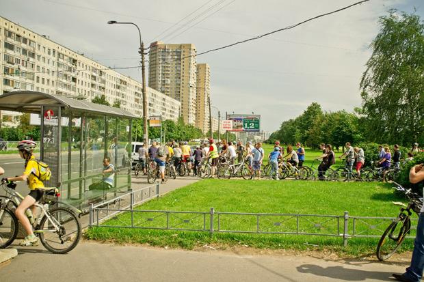 Велодорожку на Луначарского оккупировали 200 велосипедистов. Изображение № 2.