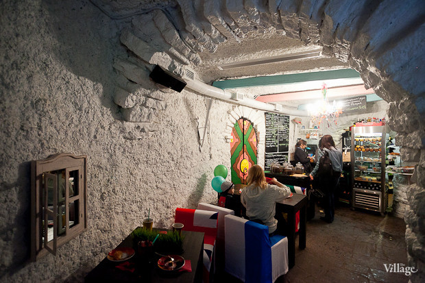 Семейная кофейня «БольшеКофе!» открылась в гроте Александровского парка. Изображение № 2.