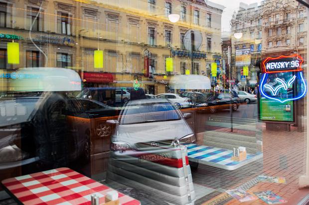 «Две палочки» открылись в стиле американского придорожного кафе. Изображение № 2.