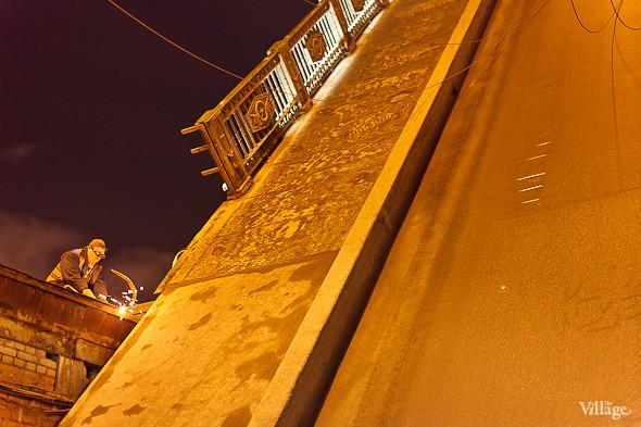 Фоторепортаж: Как разводят Дворцовый мост. Изображение № 36.