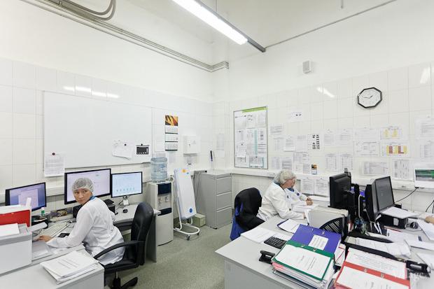 На заводе всё автоматизировано и весь процесс производства осуществляется закрытым способом. Изображение № 34.