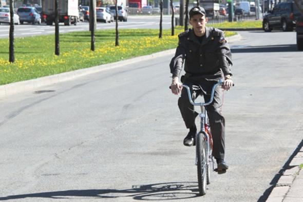 Полиция патрулирует парки и рекреационные зоны на велосипедах. Изображение № 38.
