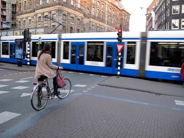 кстати, прокатиться на местном трамвае - тоже весьма увлекательное путешествие. Изображение № 7.