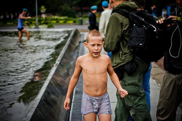 Фоторепортаж: День ВДВ в парке Горького. Изображение № 17.