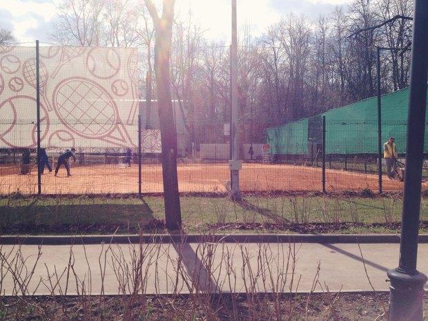 Теннисные корты готовят к сезону. Изображение № 18.