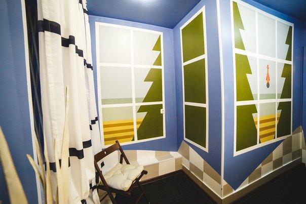 НаПетроградской открылся хостел срасписными комнатами. Изображение № 7.