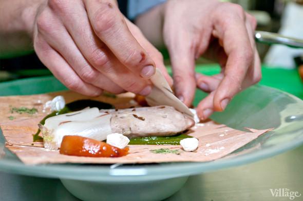 Omnivore Food Festival: Иван Березуцкий готовит суп из черноплодной рябины и нутрию в бересте. Изображение № 16.