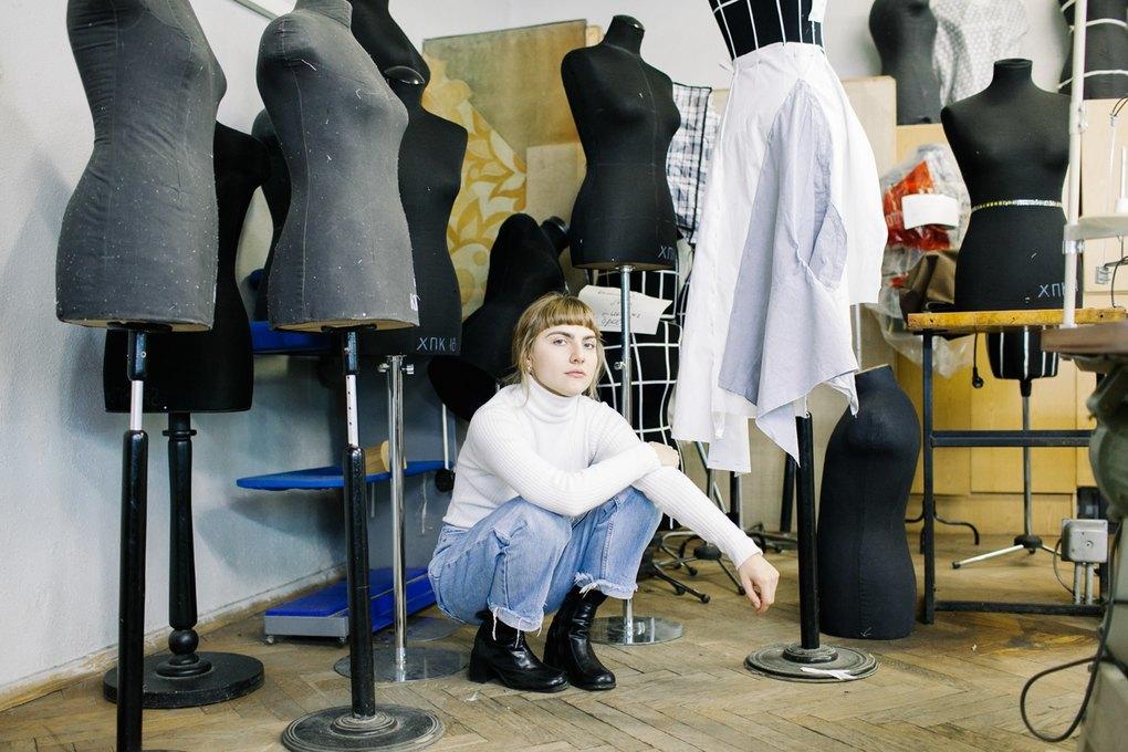 a505c465d24f Я часто делаю вещи на заказ. Недавно шила для героини из кино: классическое  голубое платье с юбкой полусолнцем — по сценарию это было любимое платье  мужа.