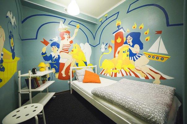 НаПетроградской открылся хостел срасписными комнатами. Изображение № 5.