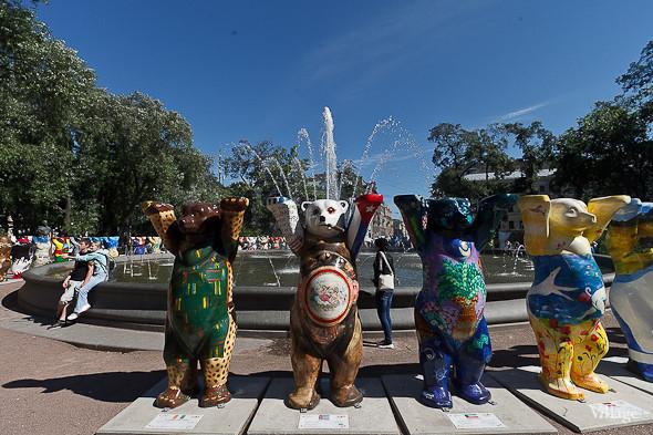 В Александровском саду выставили медведей United Buddy Bears. Изображение № 6.