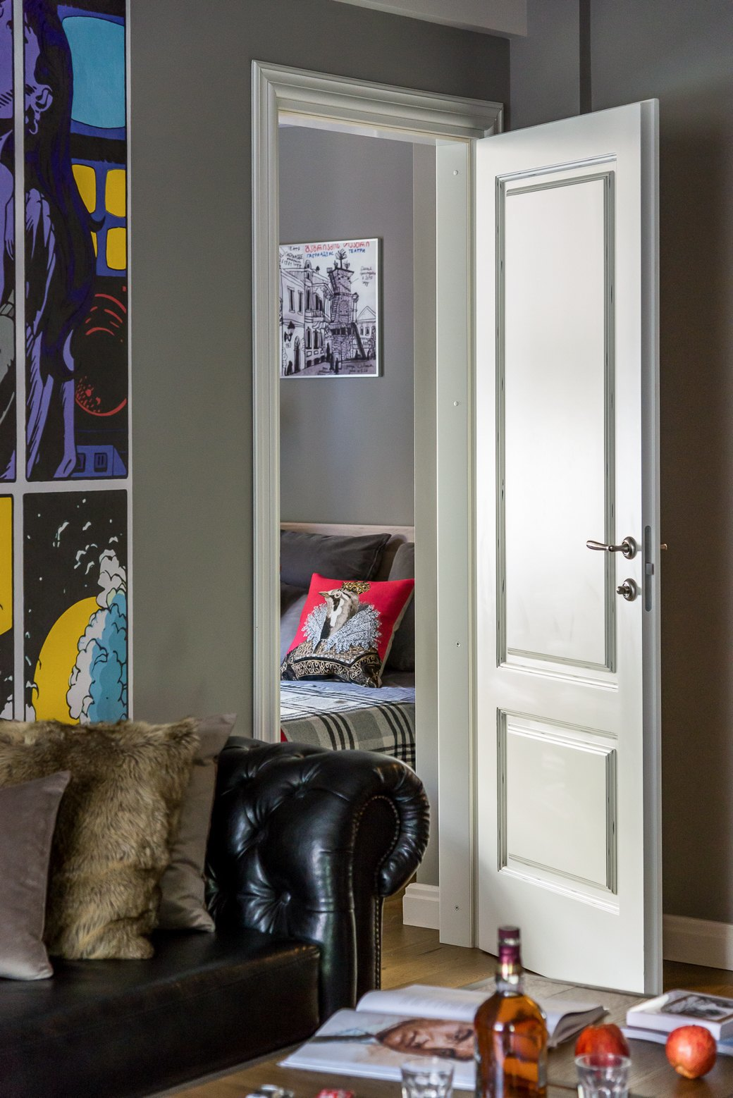 Квартира для молодой семьи скомиксом «Хранители» на стенах. Изображение № 6.