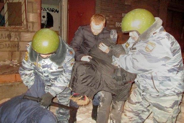 ОМОН разогнал оккупантов пакгауза на Варшавском вокзале. Изображение № 2.