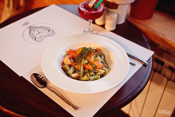 Ригатоне из томатов, шпината и шафрана с соусом «Цукини гамберто» — 310 рублей . Изображение № 31.