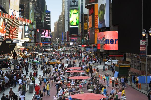 Таймс-сквер после внедрения проекта бюро Gehl Architects. Изображение № 4.