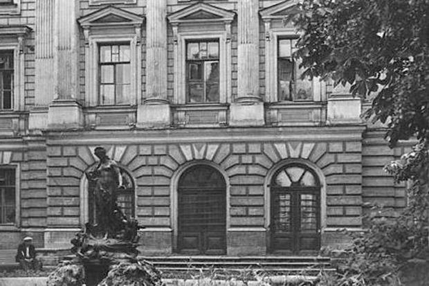 Фонтан «Рождение Афродиты» в Сангальском саду. Оригинал скульптуры сейчас стоит в Комитете по охране памятников. Изображение № 3.