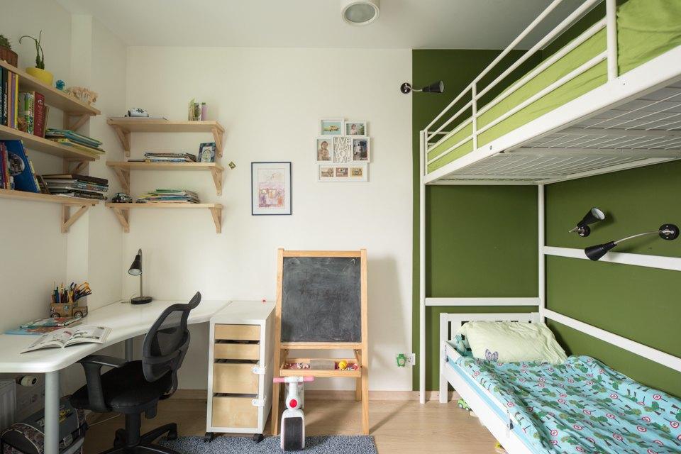 Квартира для большой семьи сминималистским интерьером. Изображение № 6.