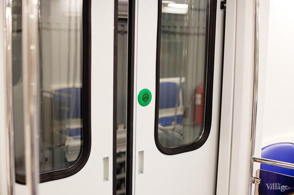 В Петербурге представили новые вагоны метро и низкопольный трамвай. Изображение № 8.