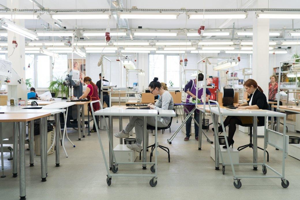Фабрика по пошиву женского белья хочу мужчину одеть в женское белье