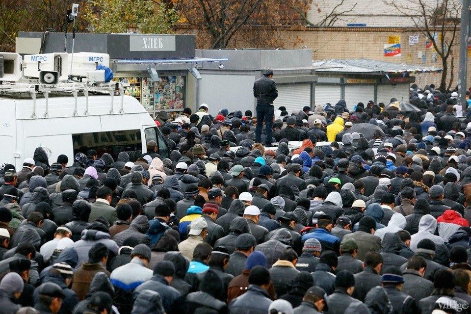 Люди в городе: Как отмечали Курбан-байрам в Москве и Петербурге. Изображение № 10.