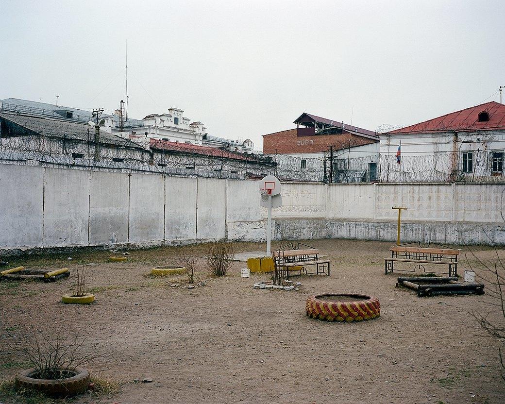 Фотограф Максим Шер — отом, изчего состоит постсоветский город. Изображение № 14.